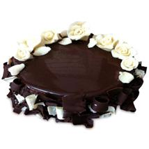 Chocolate Cake With White Roses